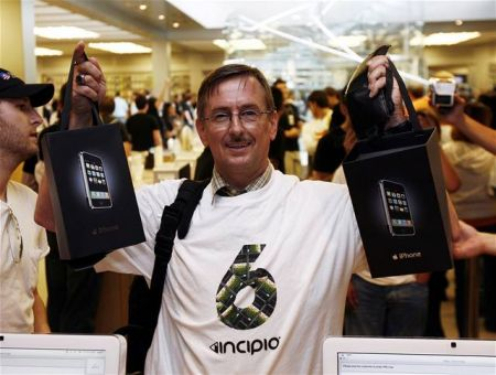 Счастливый обладатель iPhone