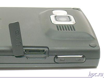 Samsung SGH-i600: разъем для наушников и синхронизации
