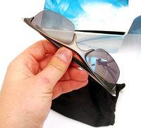 Очки с прикрепляемым Bluetooth-модулем.