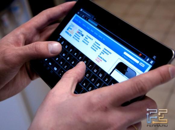Набираем текст на экранной клавиатуре Samsung Galaxy Tab 7.7 (горизонтальный режим)