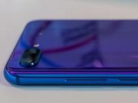 Смартфон Honor 10 продаётся намного лучше, чем Samsung Galaxy S9, если сравнивать родные для производителей рынки