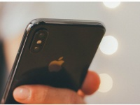 Аналитики Counterpoint Research предсказали судьбу смартфонов со стеклянными корпусами