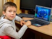 Тест месяца с Prestigio Smartbook 133S: В руках у ребенка