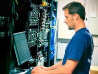 В чем плюсы использования внештатного системного администратора?