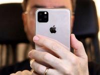 Самое реалистичное изображение iPhone XI в руках пользователя