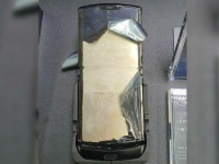 Щелкающие шарниры и вандализм: Motorola RAZR столкнулся с проблемами