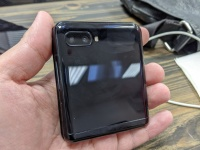 Складной Samsung Galaxy Z Flip сметают с полок по всему миру