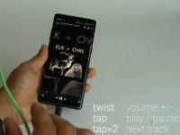 Google разработала наушники с сенсорным проводом для управления музыкой