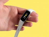 Условный конкурент для Xiaomi Mi Smart Band 5 в исполнении Samsung. Компания готовит трекер Galaxy Fit2