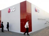 LG придумала раскладной смартфон-книжку с двумя загнутыми экранами
