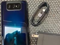 ASUS Zenfone 7 на живых фото до анонса: три камеры и без сканера сзади