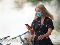 Рынок смартфонов адаптируется к пандемии: люди теряют интерес к дорогим устройствам