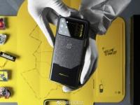 Цена и живое фото OnePlus 8T Cyberpunk 2077 Edition