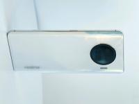 Живое фото одного из первых смартфонов на SoC Snapdragon 888 — Realme Race