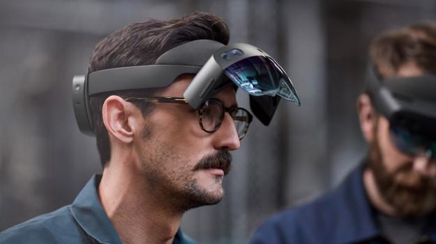 Microsoft представила VR-гарнитуру за 00