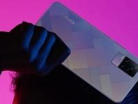 Vivo показала смартфон среднего уровня Y73 с тройной камерой