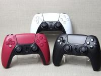 Новые DualSense для PS5 поступают в продажу. Живые фото черного и красного геймпадов