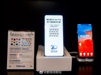 Visionox и ZTE показали прототипы смартфонов с невидимой фронталкой