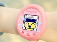 Tamagotchi Smart — культовое устройство в формате умных часов, в котором питомца можно погладить