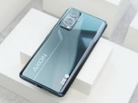 Инновационный ZTE Axon 30 позирует на живых фото до анонса
