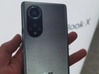 Huawei Nova 9 показали вживую в руках пользователя